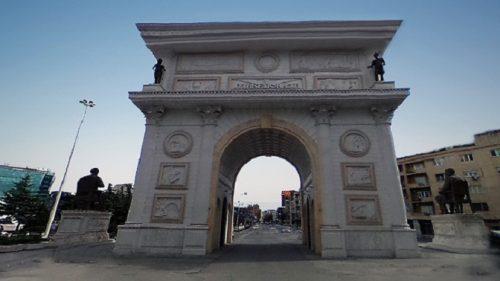 Треба ли страдалничкој Србији Тријумфална капија?