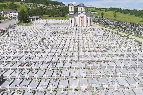 НА МАЛОМ ЗАЈЕТИНЛИКУ – На Романији, у мјесту Соколац, хиљаду гробова лежи српских јунака који положише животе за отаџбину, за Републику Српску