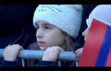 """Република Српска: Хиљаде људи углас певало """"Пукни зоро"""" и """"Јунаци са Кошара"""" (видео)"""