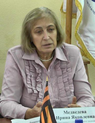 Ирина Медвѣдева, Татјана Шишова: ЧИТАЈТЕ ХАКСЛИЈА! (1)