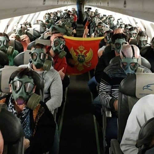 Прекршена сва правила цивилног ваздухопловства: Путници у авионима МА са старим војним маскама