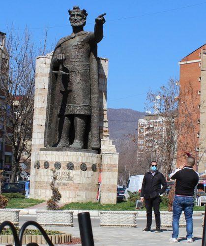 Косовска Митровица и север КиМКорона у слици и речи