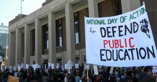 Сиромашна Америка у паници да ће противници државних школа искористити пандемију да их укину