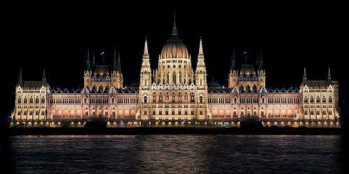 Мађарски парламент: Пол детета се утврђује приликом рођења и више се не може мењати