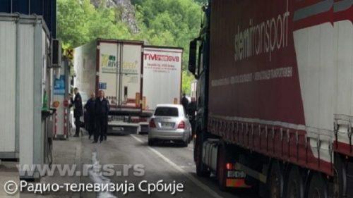 Адриатик Ставиљеци: Двадесетак камиона са српском робом ушло на Косово са симболима косовске државности