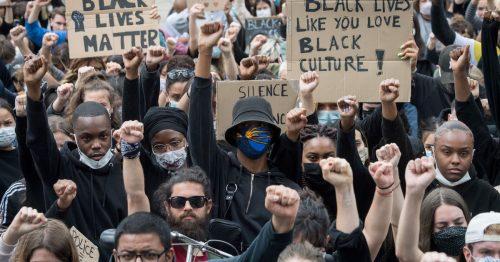 """Запад се креће од Black Lives Matter ка борбеним покличима """"Животи белаца нису важни"""""""