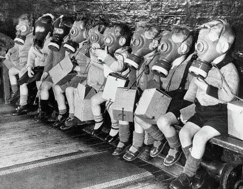 school-children-wear-gas-masks-during-the-blitz-london-england-1940-david-lee-guss-1