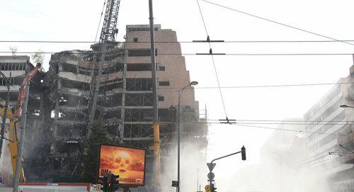 Прво те бомбардујем, па те мало обнављам: Америка се руга жртвама на рушевинама Генералштаба