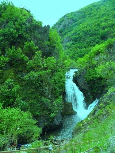 Водопад Белог Дрима висине је 25 метара