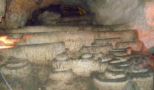Чувене каде или каскаде у пећини