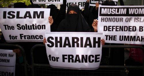 Француски пензионисани генерали Макрону: Заустави исламизацију јер води у грађански рат