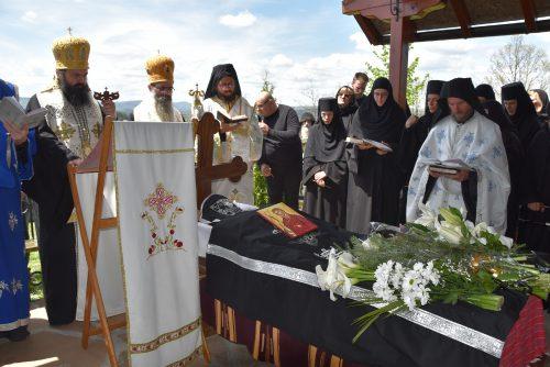 Опело и сахрана новопрестављене монахиње Ефросиније