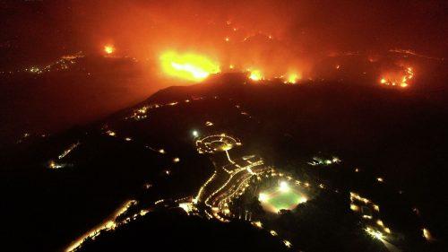 Хаос код Атине: Ватра не јењава, стотине евакуисаних