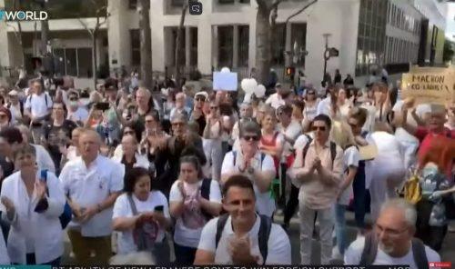 Невакцинисани здравствени радници у Француској биће суспендовани са посла